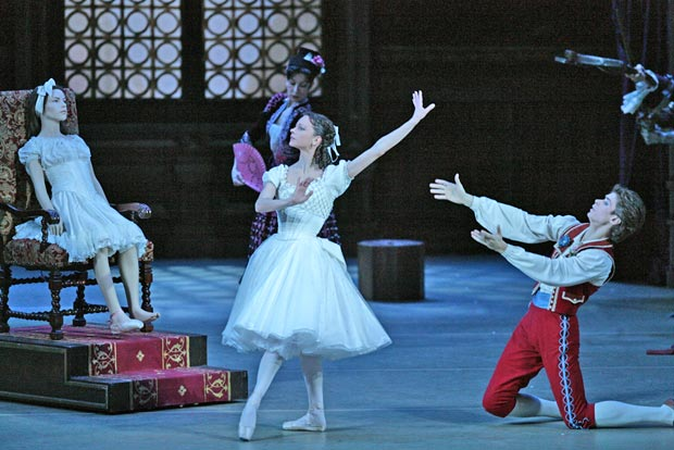 Nina Kaptsova and Artem Ovcharenko in Coppelia. © Damir Yusupov. (Click image for larger version)