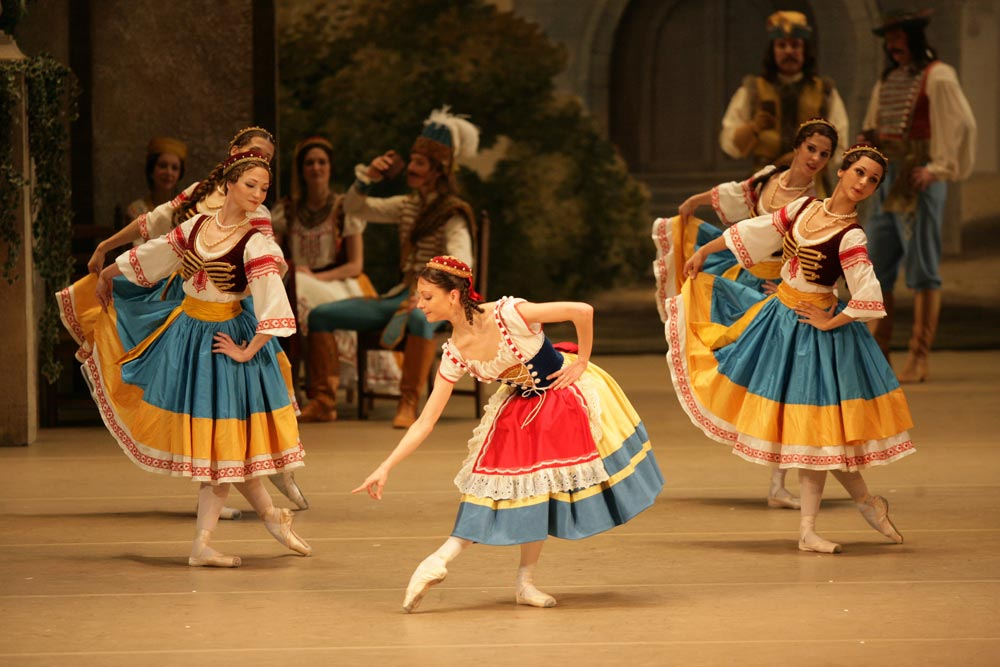 Nina Kaptsova in Coppelia. © Damir Yusupov. (Click image for larger version)
