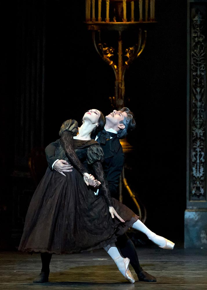 Diana Vishneva and Marcelo Gomes in Onegin. © Gene Schiavone. (Click image for larger version)