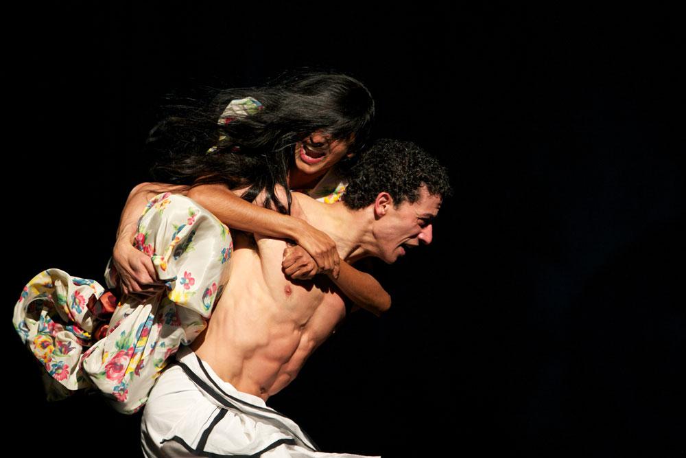 Shantala Shivalingappa and Fernando Suels Mendoza in Bamboo Blues. © Jong-Duk Woo. (Click image for larger version)