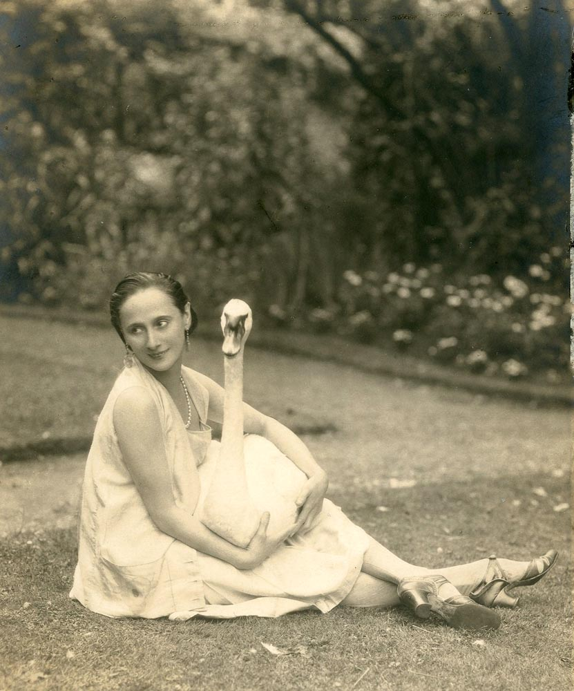 Anna Pavlova with Jack in the garden at Ivy House, Hampstead, mid 1920s. © Lafayette from a Private Collection. (Click image for larger version)