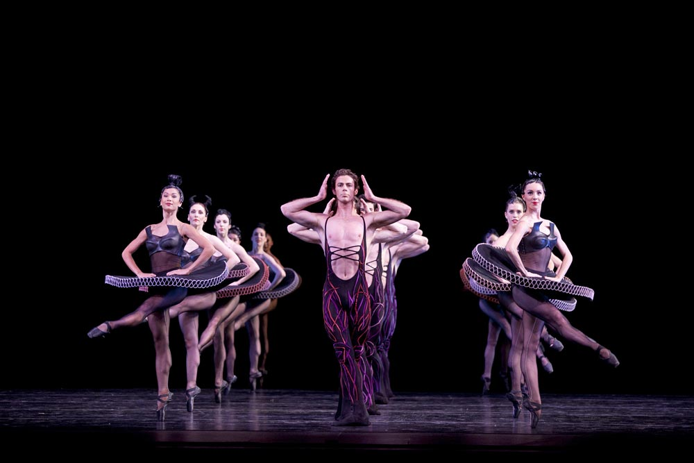Artists of The Australian Ballet in Divergence (Infinity mixed bill). © Lisa Tomasetti. (Click image for larger version)
