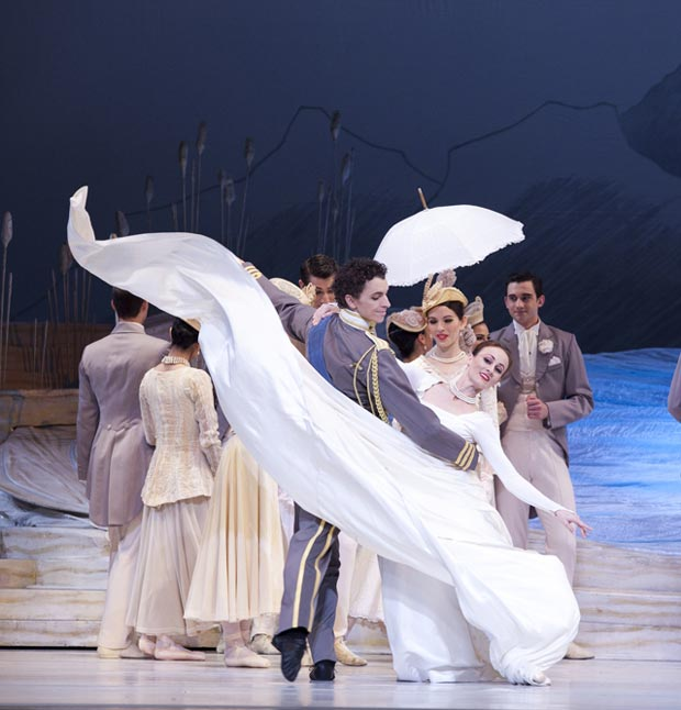 Madeleine Eastoe and Kevin Jackson in Swan Lake. © Lisa Tomasetti. (Click image for larger version)