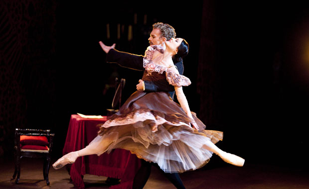 Adam Bull as Onegin & Amber Scott as Tatiana in Onegin. © Lynette Wills. (Click image for larger version)