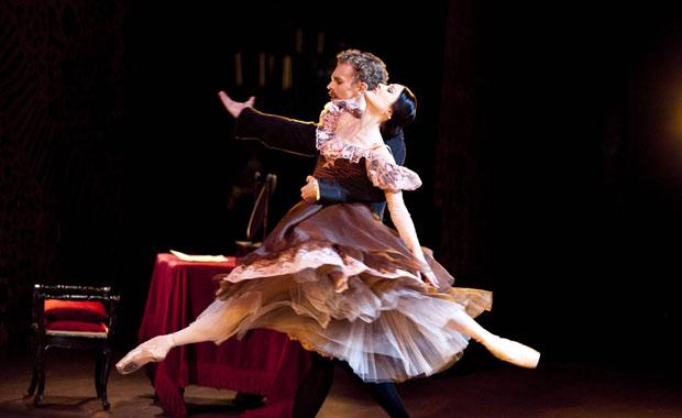 Adam Bull as Onegin & Amber Scott as Tatiana in Onegin. © Lynette Wills. (Click image for larger version)
