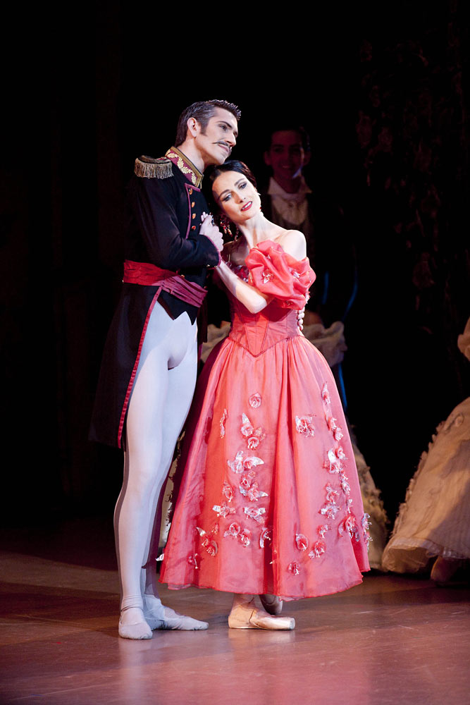 Brett Simon as Gremin & Amber Scott as Tatiana in Onegin. © Lynette Wills. (Click image for larger version)