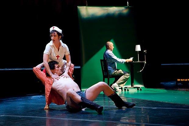 Damara Vita Ganley and Felipe Barrueto-Cabello (front) with Joe Goode (back). © Margo Moritz. (Click image for larger version)