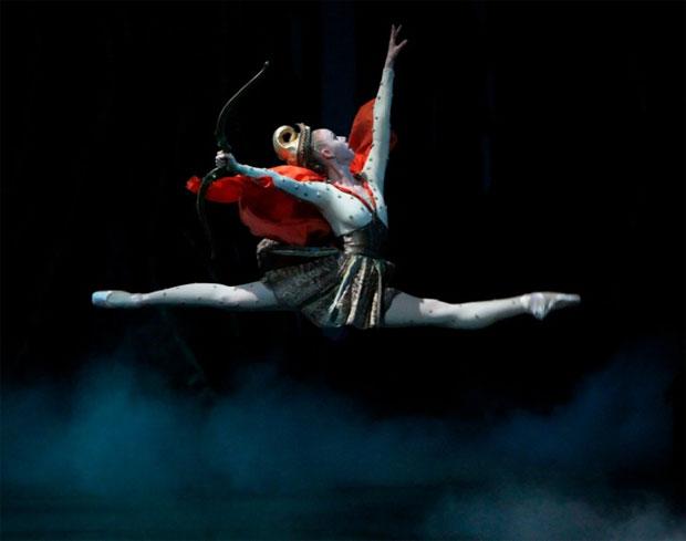 Teresa Reichlen as Hippolyta in Balanchine's A Midsummer Night's Dream. © Paul Kolnik. (Click image for larger version)