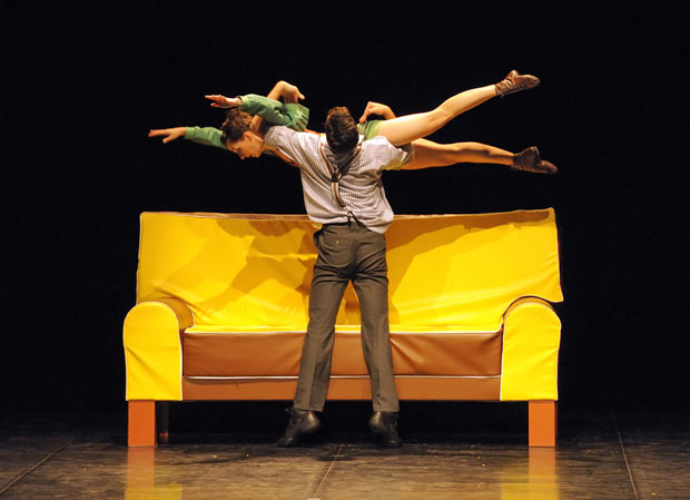 Itzik Galili's The Sofa in the 4 Tendances programme. © Sigrid Colomyes. (Click image for larger version)