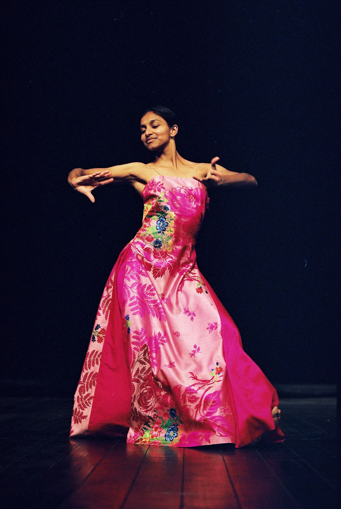 Shantala Shivlingappa in Nefes. © Ursula Kaufmann. (Click image for larger version)