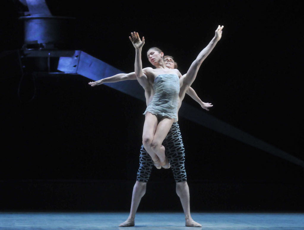 Leanne Benjamin and Edward Watson in Wayne McGregor and Kim Brandstrup's <I>Machina</I>.<br />© Dave Morgan. (Click image for larger version)