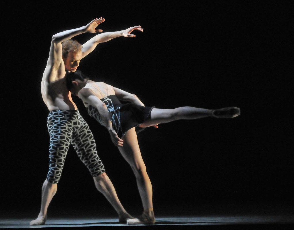 Tamara Rojo and Edward Watson in Wayne McGregor and Kim Brandstrup's <I>Machina</I>.<br />© Dave Morgan. (Click image for larger version)