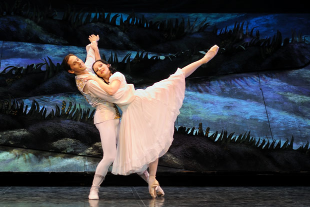 Luana Georg and Sergei Upkin in <I>Snow White and the Seven Dwarfs</I>.<br />© Harri Rospu. (Click image for larger version)