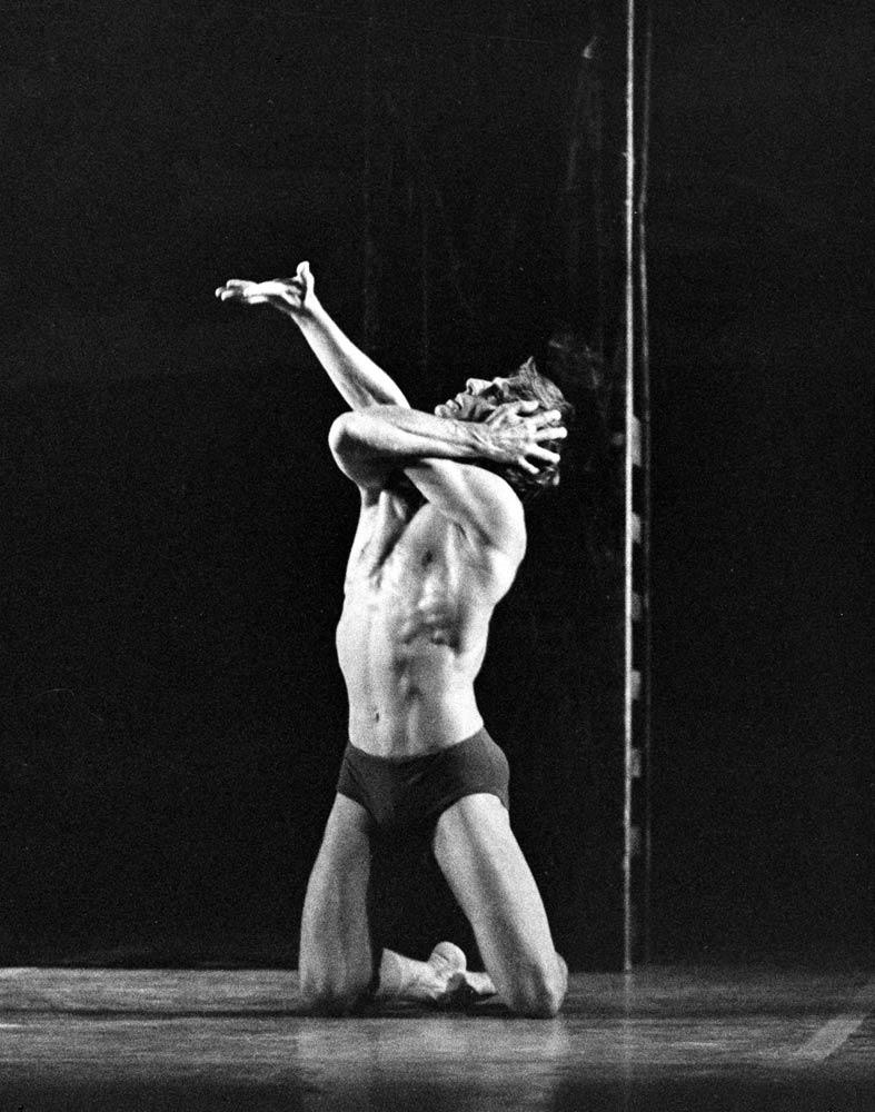 Desmond Kelly in <I>The Prodigal Son</I>.<br />© Leslie E. Spatt and courtesy of Birmingham Royal Ballet. (Click image for larger version)