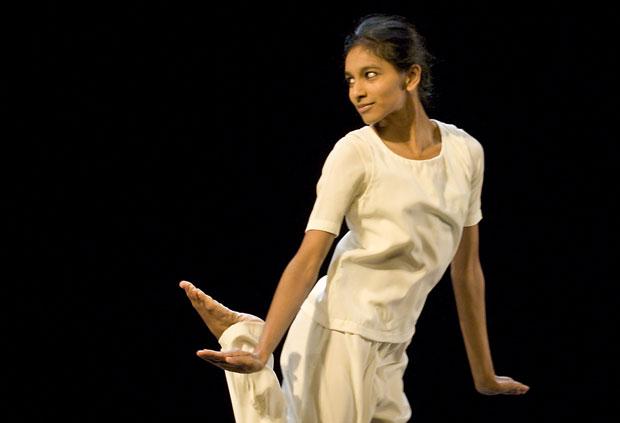Shantala Shivalingappa in <I>Ibuki</I> from the <I>Namasya</I> bill.<br />© Laurent Philippe. (Click image for larger version)