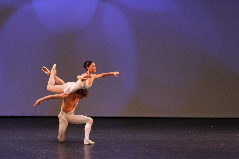 Paloma Herrera and Maxim Beloserkovsky in <I>Apollo</I> pdd.<br />© Ocs Alvares. (Click image for larger version)