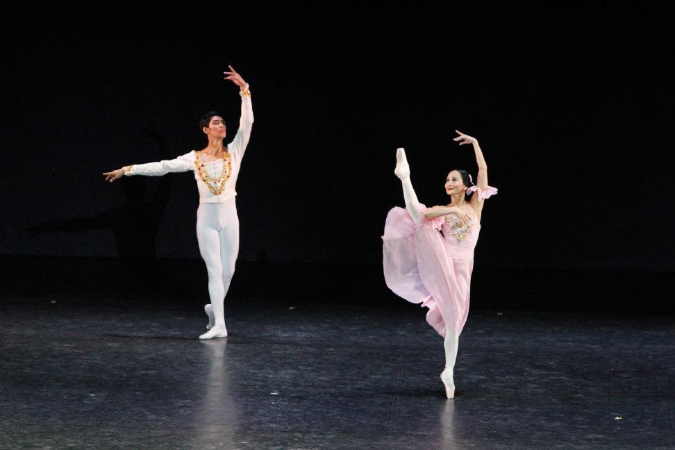 Lisa Macuja and Nazer Salgado in <I>Dancing to Verdi</I>.<br />© Ocs Alvares. (Click image for larger version)