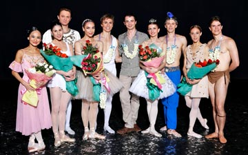 World Stars of Ballet line-up (l to r): Lisa Macuja, Paloma Herrera, Yevgeny Ivanchenko, Daria Pavlenko, Maxim Beloserkovsky, David Makhateli, Aleksandra Timofeeva, Dmitri Gruzdev, Yolanda Correa Frias and Yoel Carreno.© Ocs Alvares. (Click image for larger version)