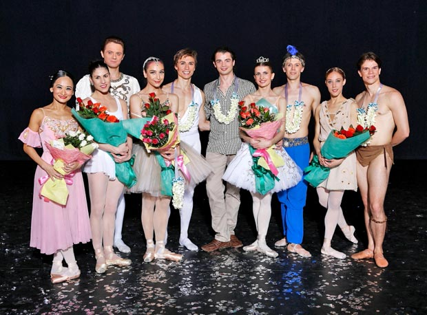 World Stars of Ballet line-up (l to r): Lisa Macuja, Paloma Herrera, Yevgeny Ivanchenko, Daria Pavlenko, Maxim Beloserkovsky, David Makhateli, Aleksandra Timofeeva, Dmitri Gruzdev, Yolanda Correa Frias and Yoel Carreno.<br />© Ocs Alvares. (Click image for larger version)