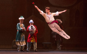 Gennadi Saveliev as Conrad in Le Corsaire.© Rosalie O'Connor. (Click image for larger version)