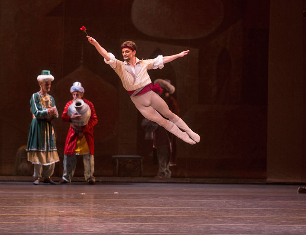 Gennadi Saveliev as Conrad in <I>Le Corsaire</I>.<br />© Rosalie O'Connor. (Click image for larger version)