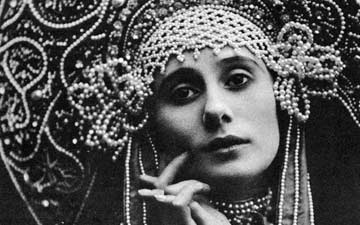 Anna Pavlova in Russian costume. From 1911. Courtesy of BFI ©. (Click image for larger version)