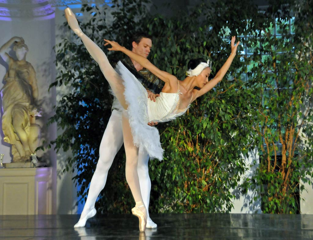 Jia Zhang and Max Westwell (White Swan pdd).<br />© Dave Morgan. (Click image for larger version)
