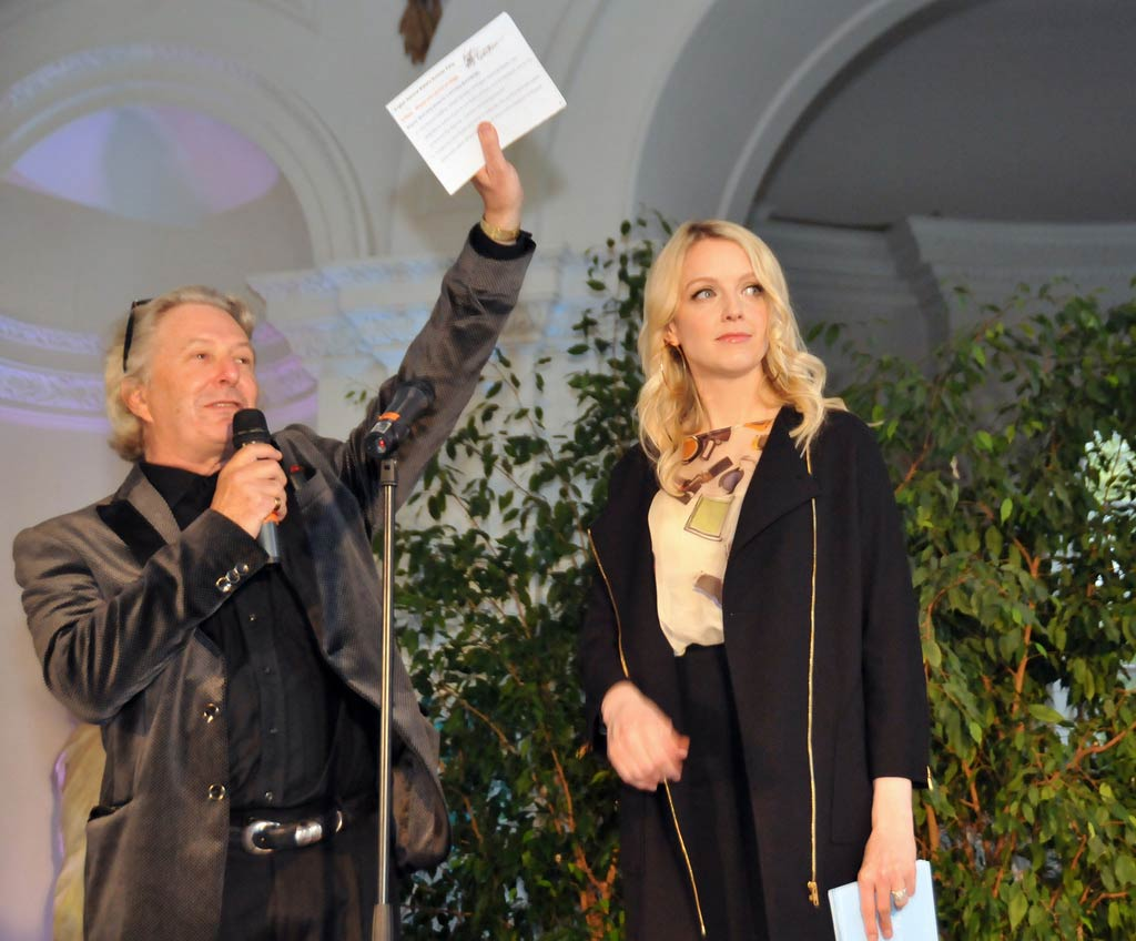 Wayne Eagling and Lauren Laverne, the guest auctioneer.<br />© Dave Morgan. (Click image for larger version)