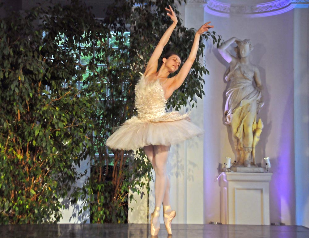 Elena Glurdjidze dancing in The Dying Swan.© Dave Morgan. (Click image for larger version)