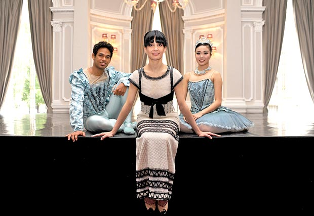 Artistic Director Tamara Rojo announces the English Naational Ballet new season. Here on stage at The Corinthia Hotel, London with Yonah Acosta & Shiori Kase.<br />© Annabel Moeller. (Click image for larger version)