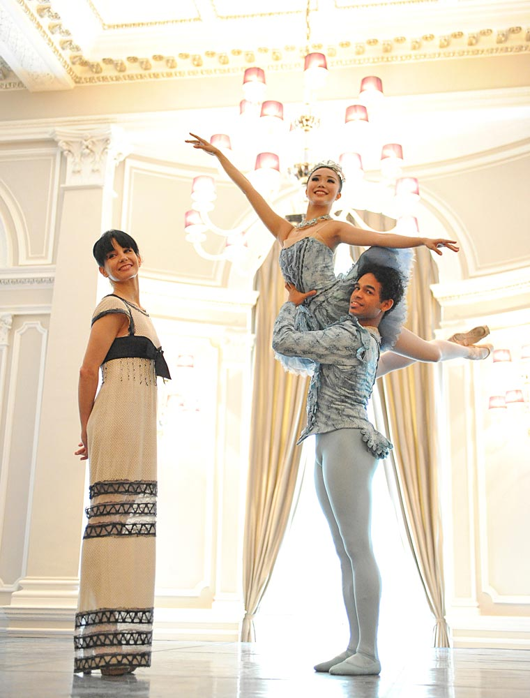 Artistic Director Tamara Rojo announces the English Naational Ballet new season. Here on stage at The Corinthia Hotel, London with Yonah Acosta & Shiori Kase.© Annabel Moeller. (Click image for larger version)