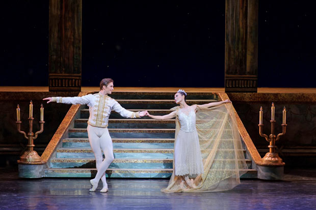 Jin Yao and Kostyantyn Keshyshev in Cinderella.© Conrad Dy-Liacco. (Click image for larger version)
