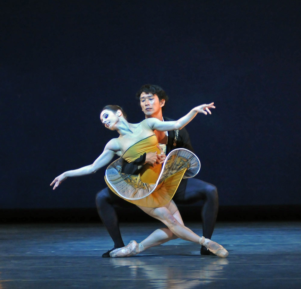 Maria Kochetkova and Hansuke Yamamoto in Possokhov's <I>Classical Symphony</I>.<br />© Dave Morgan and courtesy of San Francisco Ballet. (Click image for larger version)
