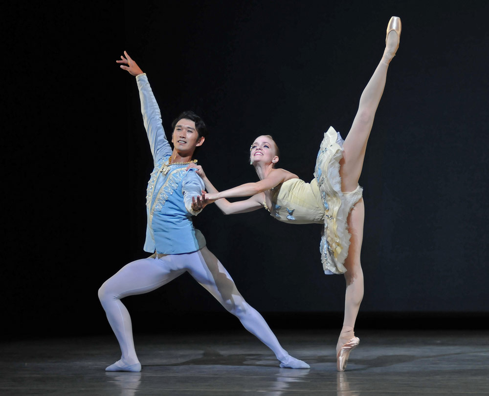 Hansuke Yamamoto & Sasha de Sola in Balanchine's <I>Divertimento No. 15</I>.<br />© Dave Morgan and courtesy of San Francisco Ballet. (Click image for larger version)
