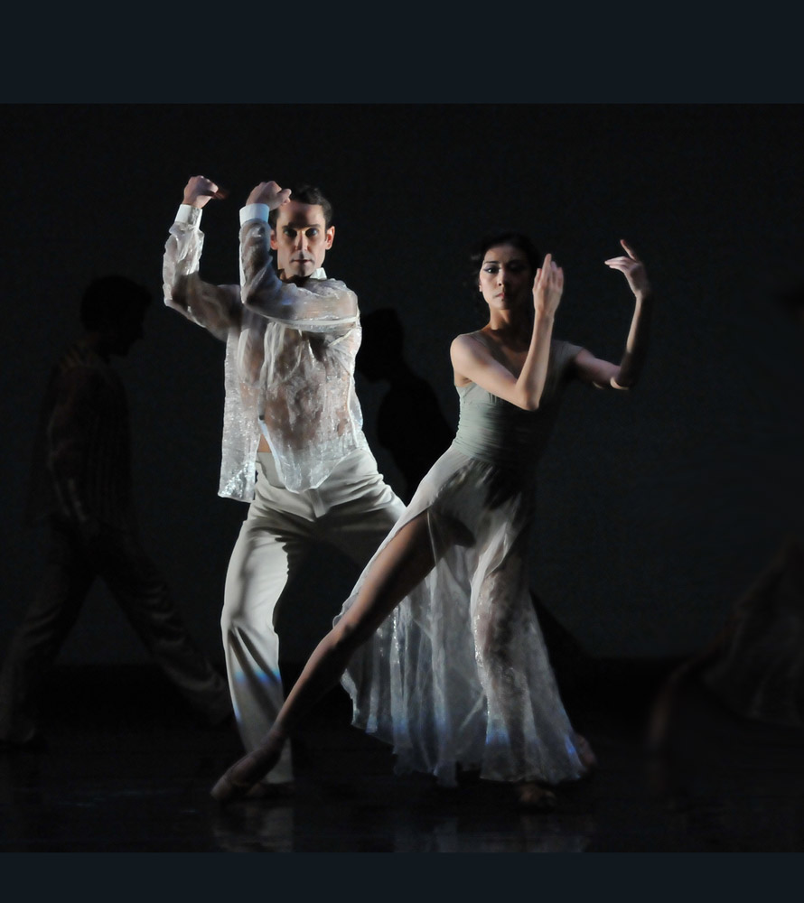 Yuan Yuan Tan and Damian Smith in Wheeldon's <I>Ghosts</I>.<br />© Dave Morgan and courtesy of San Francisco Ballet. (Click image for larger version)