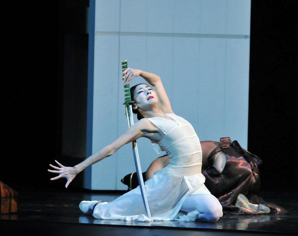 Yuan Yuan Tan in Possokhov's <I>RAkU</I>.<br />© Dave Morgan and courtesy of San Francisco Ballet. (Click image for larger version)