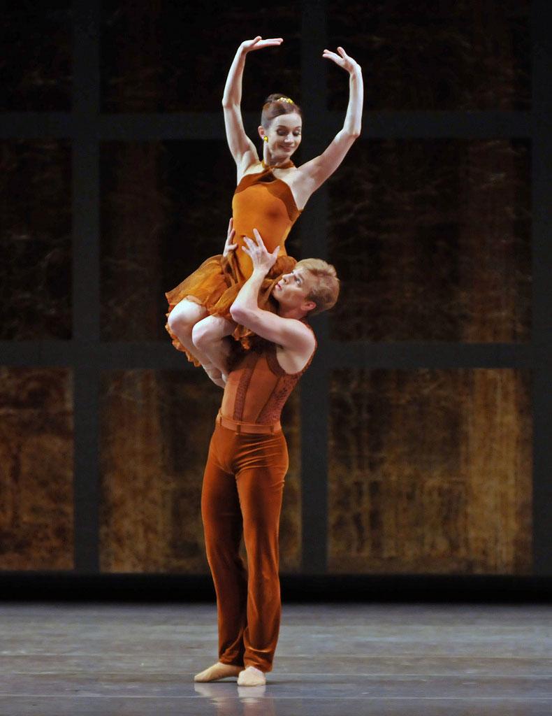 Maria Kochetkova and Gennadi Nedvigin in Tomasson's <I>Trio</I>.<br />© Dave Morgan and courtesy of San Francisco Ballet. (Click image for larger version)