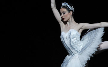 Amber Scott as Odette in Swan Lake.© Jeff Busby. (Click image for larger version)