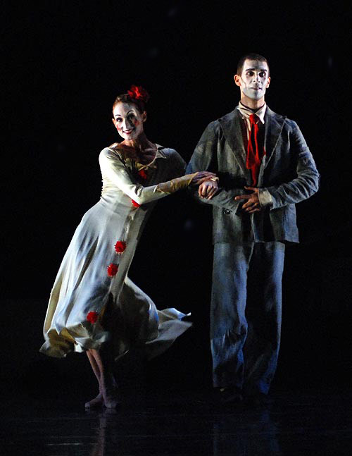 "From a 2009 <a href=""http://www.ballet.co.uk/magazines/yr_09/jun09/lh_rev_rambert_0509.htm"">Balletco review</a> of <I>Hush</I>, here danced by Angela Towler and Jonathan Goddard. <br />© John Ross. (Click image for larger version)"