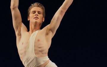 Chase Finlay in Apollo.© Paul Kolnik. (Click image for larger version)