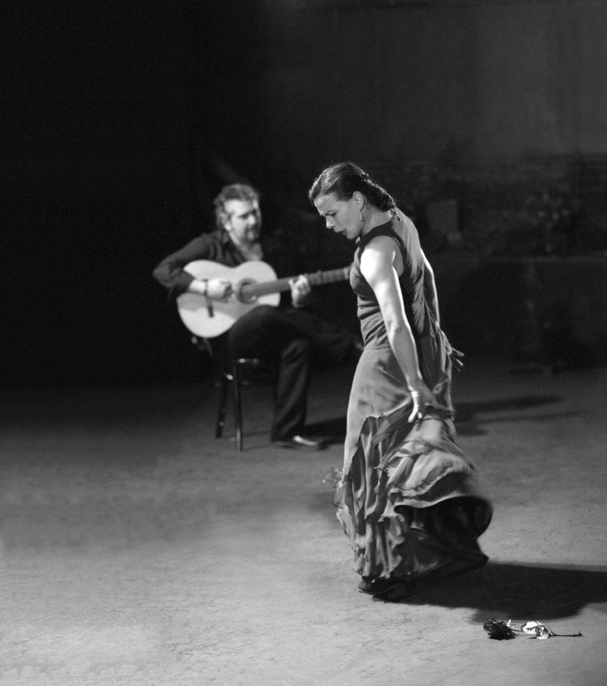 Soledad Barrio with guitarist Eugenio Iglesias.<br />© Zarmik Moqtaderi. (Click image for larger version)