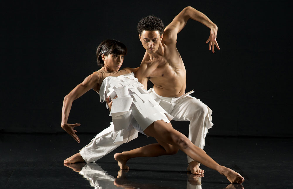 Estela Merlos and Dane Hurst in <I>Labyrinth of Love</I>.<br />© Chris Nash. (Click image for larger version)