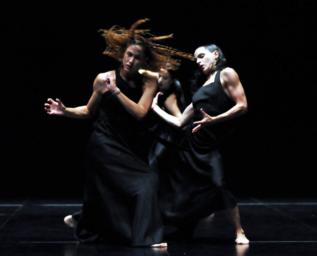 Sasha Waltz and Guests in <I>Continu</I>.<br />© Dave Morgan. (Click image for larger version)