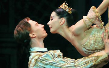 Tamara Rojo and Vadim Muntagirov in Sleeping Beauty.© Dave Morgan. (Click image for larger version)