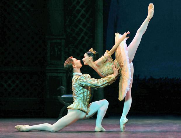 Tamara Rojo and Vadim Muntagirov in <I>Sleeping Beauty</I>.<br />© Dave Morgan. (Click image for larger version)