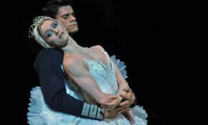 Marianela Nuñez & Thiago Soares in Swan Lake.© Dave Morgan, by kind permission of the Royal Opera House. (Click image for larger version)