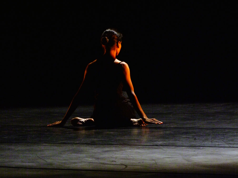 Shantala Shivalingappa in a solo from her <I>Namasya</I> evening.<br />© G. Wilson. (Click image for larger version)