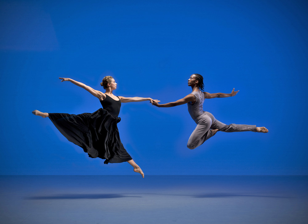 Julia Gillespie and Mbulelo Ndabeni in Paul Taylor's <I>Roses</I>.<br />© Hugo Glendinning. (Click image for larger version)
