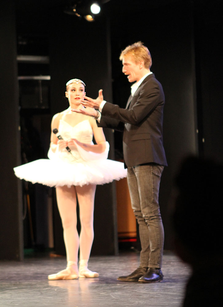 Amy Watson, as a <I>La Bayadere</I> Shade, and Nikolaj Hubbe.<br />© Jacklyn Meduga. (Click image for larger version)
