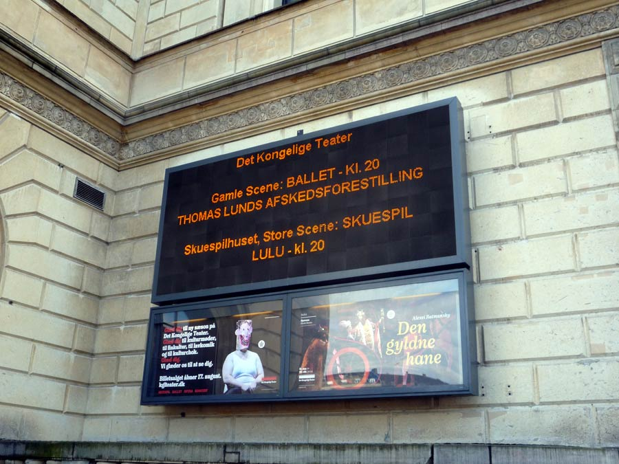 Lund's farewell signage at the theatre.<br />© Jane Simpson. (Click image for larger version)